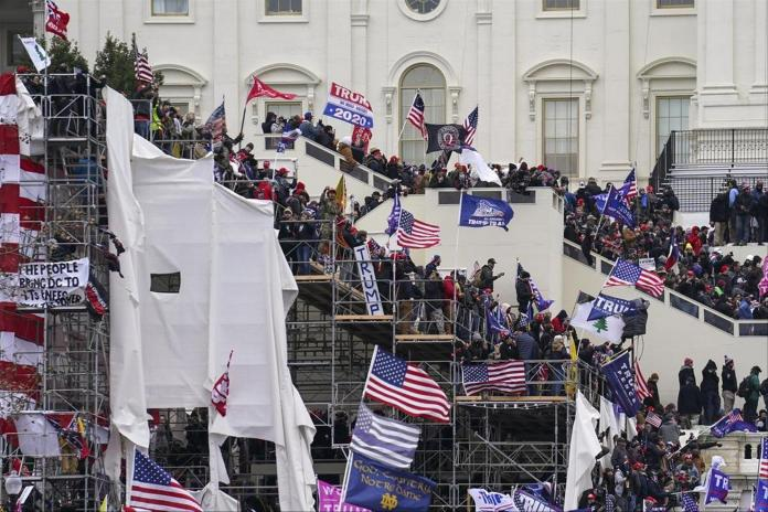 Tremendous pictures: The anonymous crowds besieged the Capitol on January 6th.  They later gain access to the building.