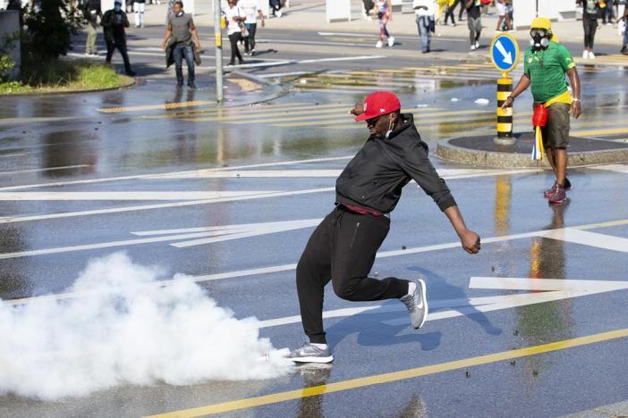 Die Demonstration vom 17. Juli wurde zu einem Zusammenstoß mit der Polizei zwischen Überschwemmungen, Wasserwerfern und Festnahmen.