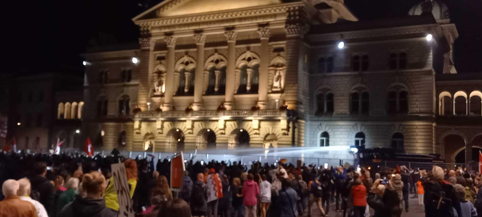 """Corona demo in Bern – police prevented """"possible storming of the Bundeshaus"""""""