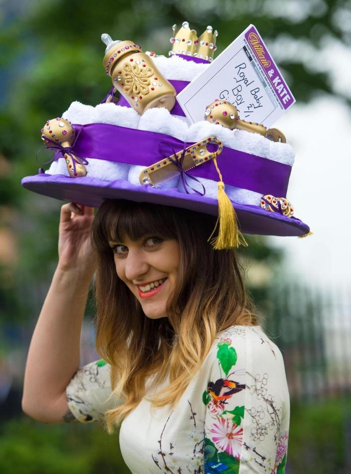 Besuch bei der Upperclass: Ein alter Hut gehört jetzt zum Dresscode