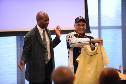 Professor Frank Dobson welcomes former NHL player Willie O'Ree at The Commons. (John Russell/Vanderbilt University)