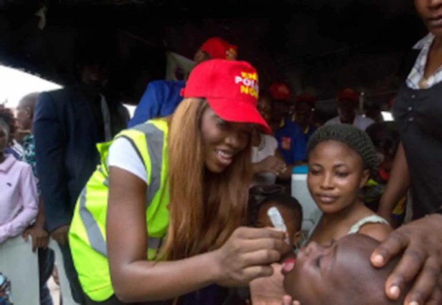 Tiwa Savage immunising a child against polio.