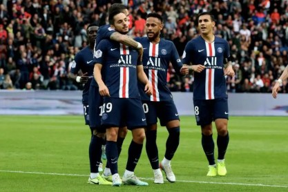 Neymar scores for PSG win, as Reina seals victory for Milan in red card fest