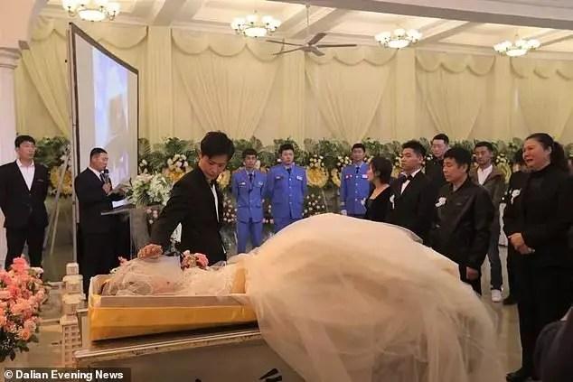 Heart-broken fiancé marries partner's corpse during her funeral