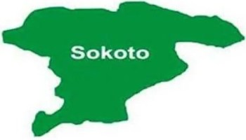 Angry mob burns Sokoto Commissioner's residence, vandalises District Head's vehicles