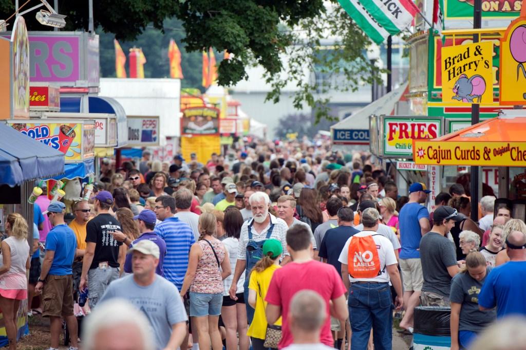 IA POL14 185 080914 Iowa: The Fair of Entourages