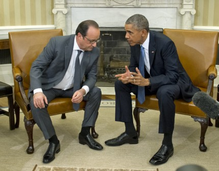 WASHINGTON, DC - NOVEMBER 24: United States President Barack Obama hosts President François Hollande of France for a bilateral meeting in the Oval Office of the White House November 24, 2015 in Washington, DC. The leaders are meeting to discuss coordination of their efforts in the war against ISIL in the aftermath of the attacks in Paris. (Photo by Ron Sachs-Pool/Getty Images)