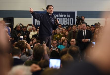Republican presidential candidate Marco Rubio speaks at a town hall meeting February 7, 2016 in Londonderry, New Hampshire. / AFP / Don EMMERT        (Photo credit should read DON EMMERT/AFP/Getty Images)