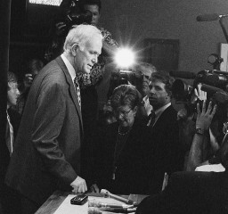 Then-Sen. Bob Packwood after a news conference on his resignation in 1995. (Nathaniel Harari/CQ Roll Call File Photo)