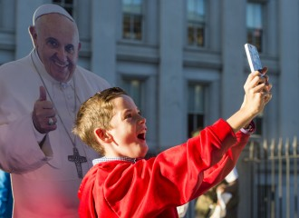 Michael Simonson, of Falls Church, Va., takes a selfie with a cardboard cut out of Pope Francis outside of the White House Wednesday morning, (Bill Clark/CQ Roll Call)