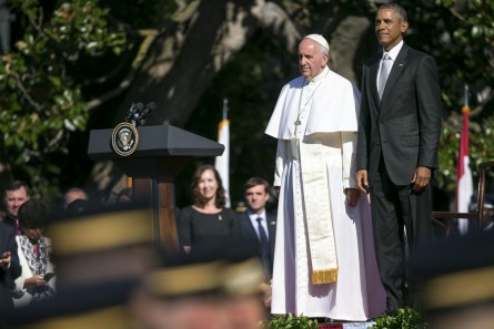 UNITED STATES - September 23: Pope Francis stands with President Barack Obama during a state arrival ceremony for Pope Francis on the South Lawn of the White House in Washington, Wednesday, September 23, 2015. (Photo By Al Drago/CQ Roll Call)