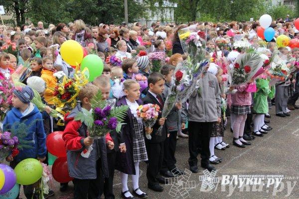 Великие Луки : Школы города отметили 1 сентября (фото ...