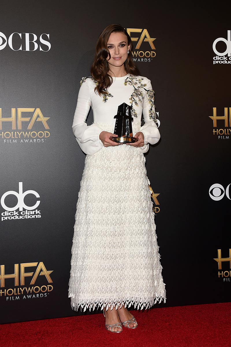 https://i1.wp.com/cdn.vogue.es/uploads/images/thumbs/201446/18_edicion_de_los_hollywood_film_awards_745197274_800x.jpg