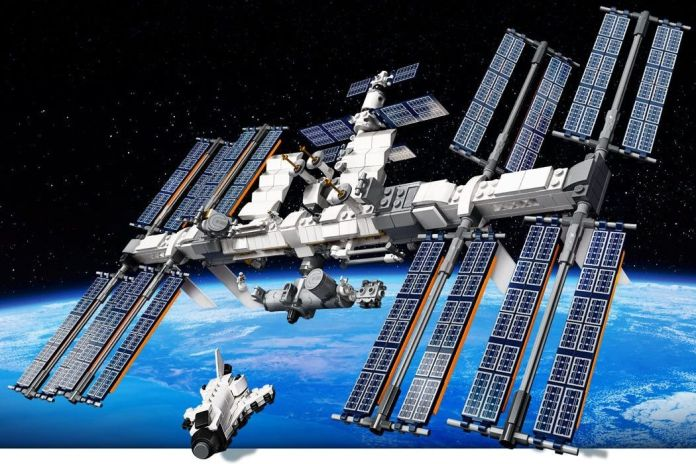 Lego releases new International Space Station set, sends it into the  stratosphere - The Verge