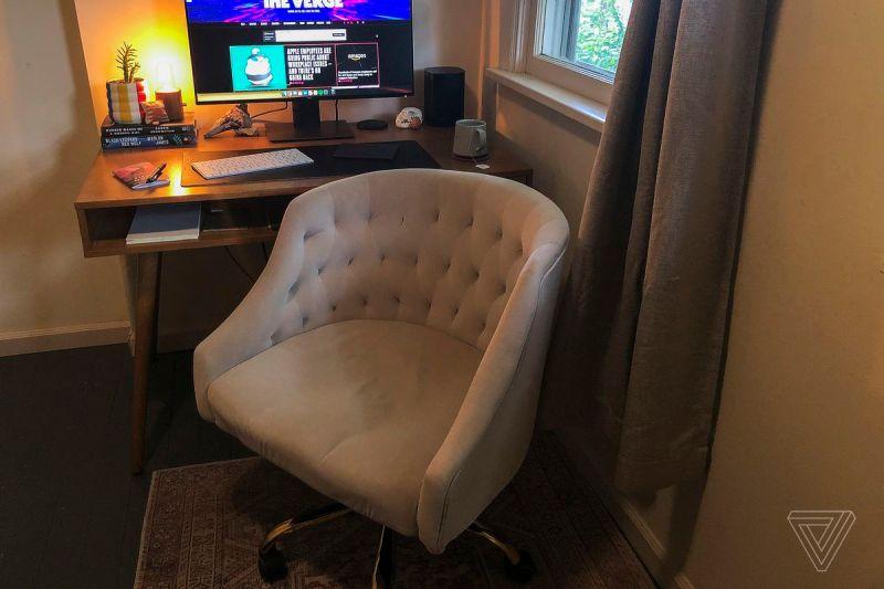 La sedia da scrivania Louise è arrivata con il territorio