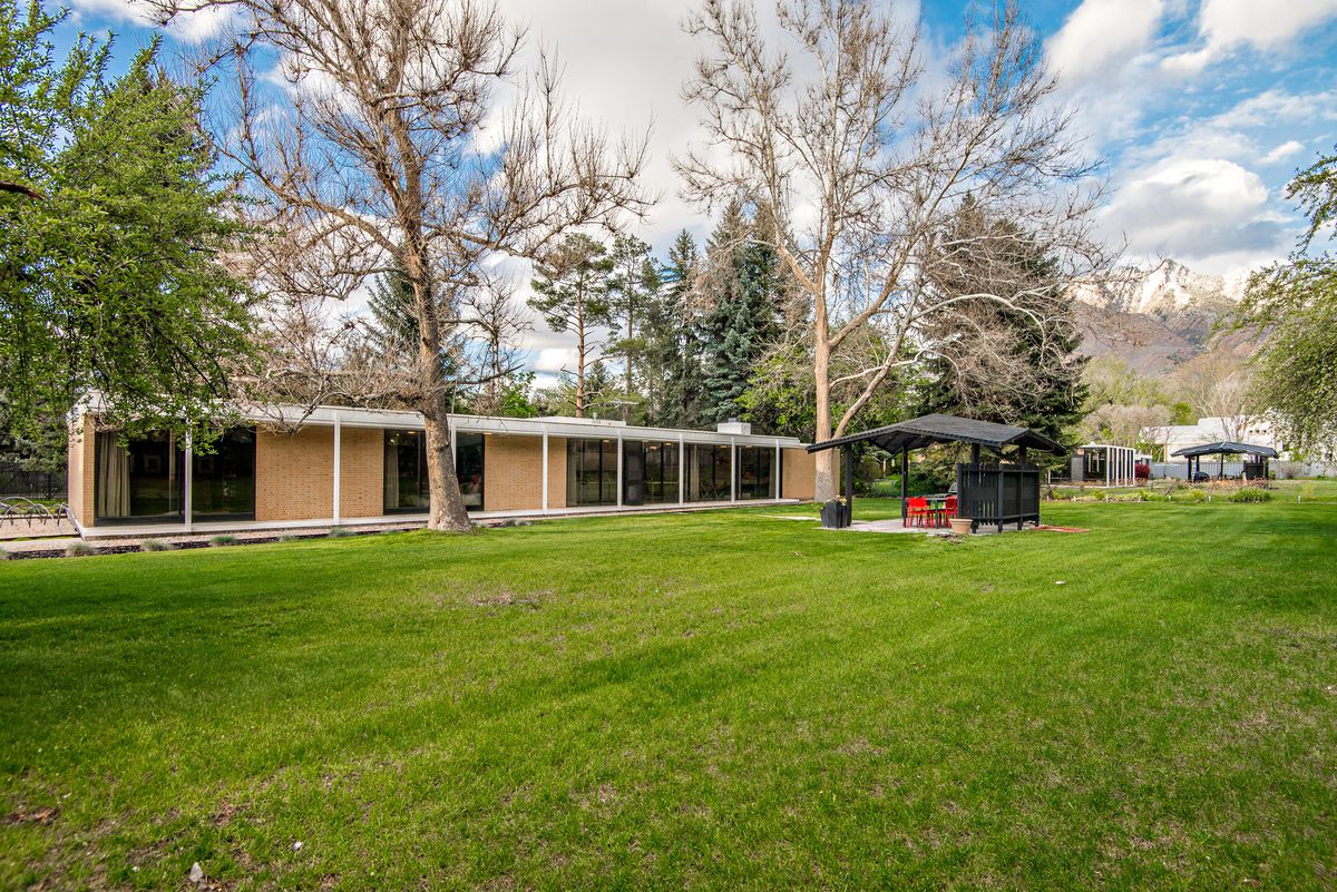Midcentury Home Architects Own Glass Box Gem Asks 825K Curbed