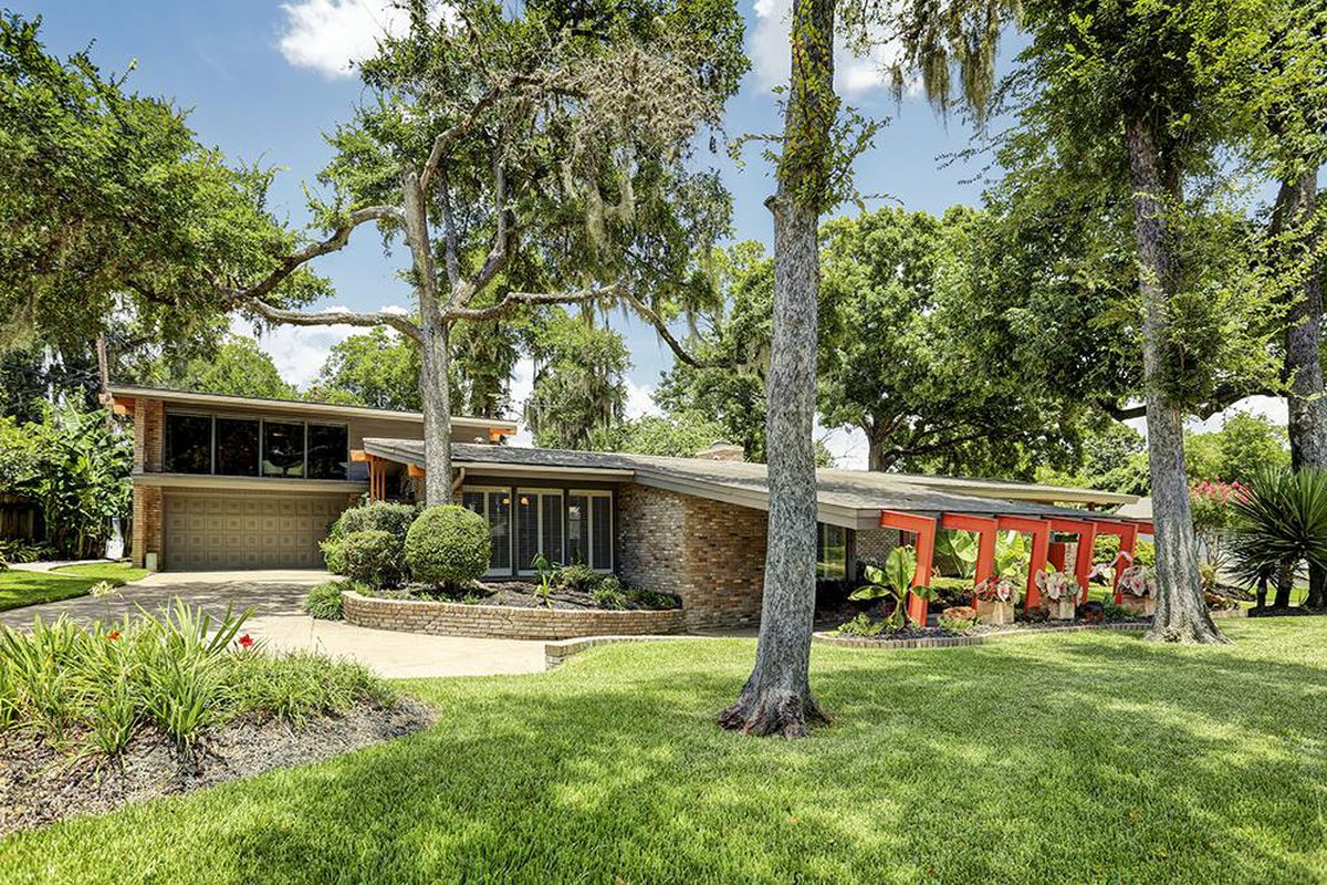 Best Kitchen Gallery: Midcentury Gem With Party Room Wants 425k Curbed of Mid Century Modern Homes Houston  on rachelxblog.com