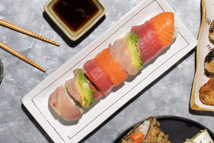 Sushi roll and Japanese snacks from Kumi