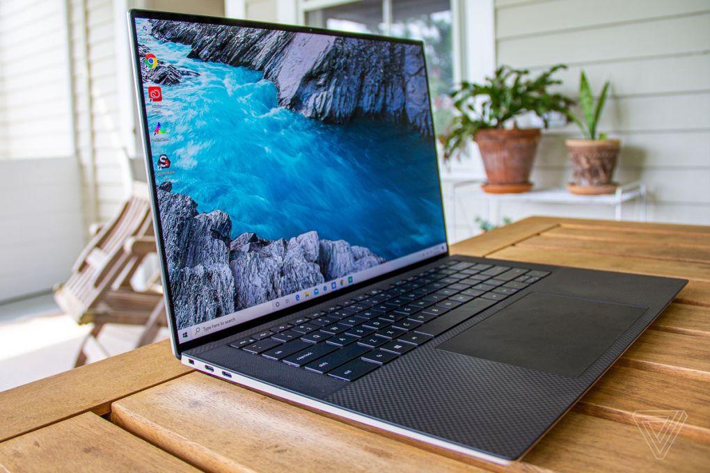 Dell XPS 15 (2020) nhìn từ bên cạnh.