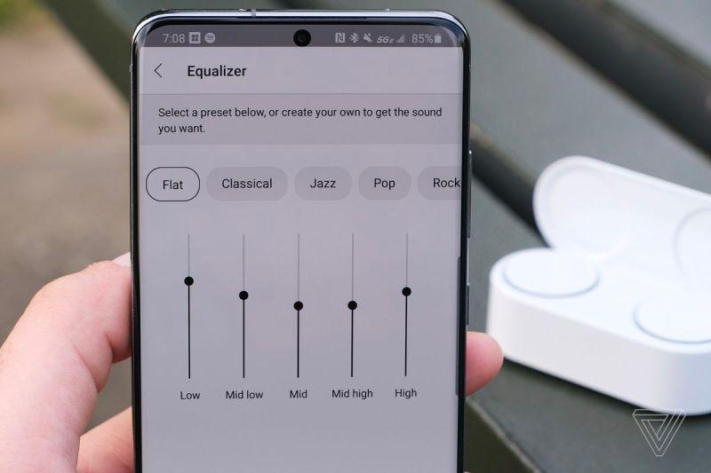 Un'immagine che rappresenta le impostazioni dell'equalizzatore dall'app Microsoft Surface Audio.