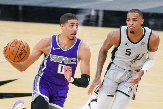 Spurs home struggles continue with loss to red-hot Kings - Pounding The Rock