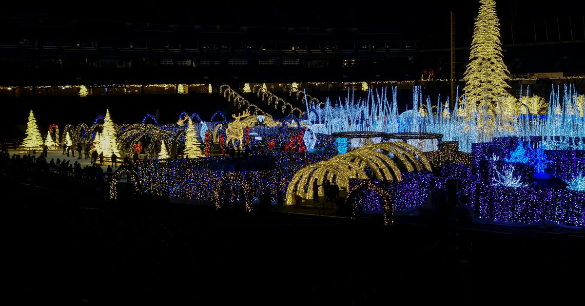 where to see holiday lights in and