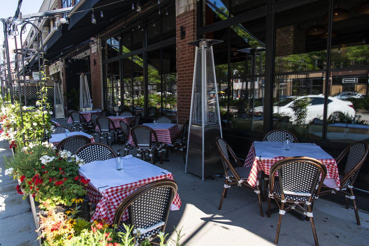 winter outdoor dining