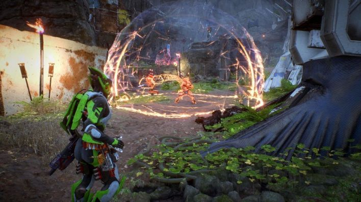 Anthem Interceptor lançant une grenade