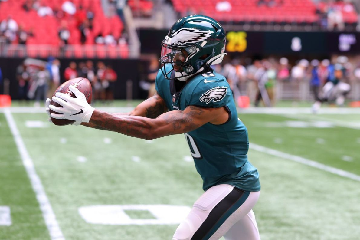 DeVonta Smith video: Watch Eagles rookie WR score touchdown on first catch  vs. Falcons - DraftKings Nation