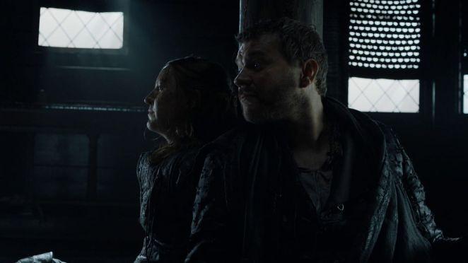 Game of Thrones S08E01 Yara Greyjoy and Euron Greyjoy on a warship off the coast of King's Landing