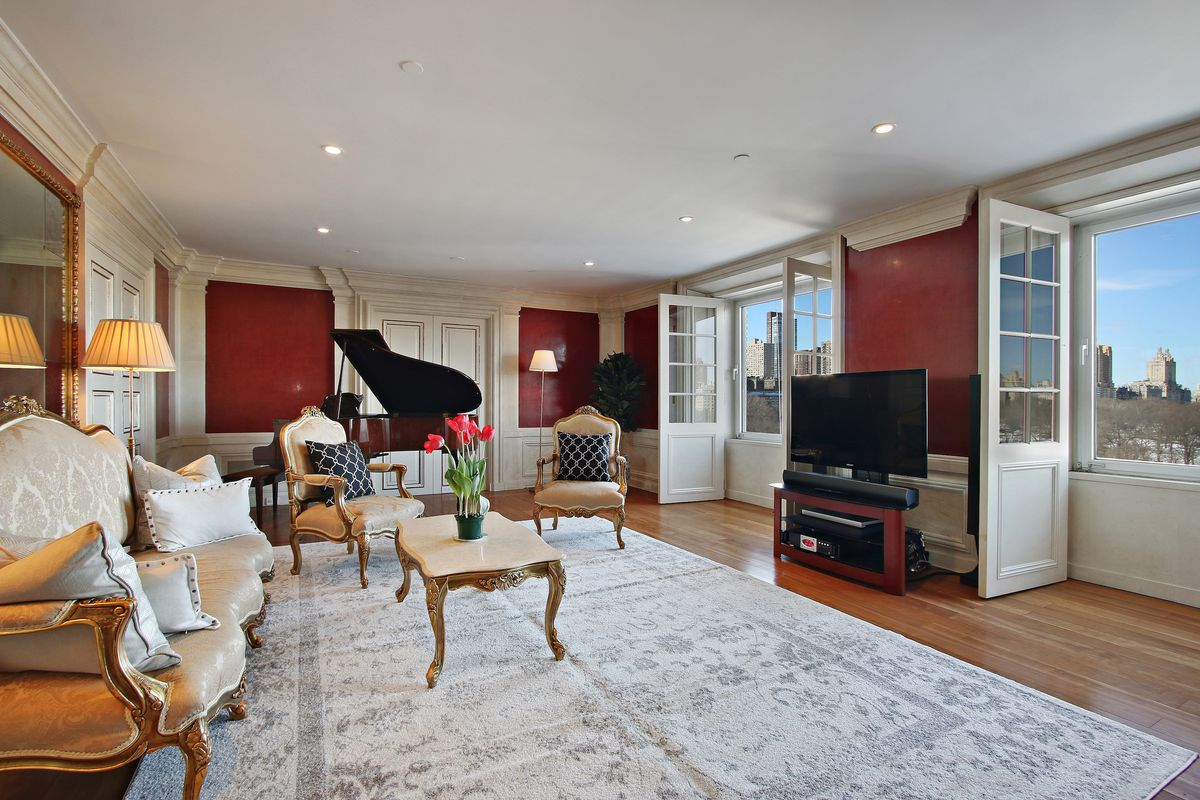 David Bowies Former Essex House Apartment With Central