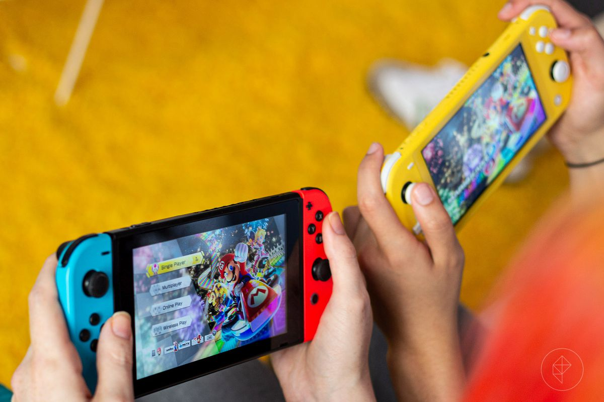 A Nintendo Switch and the new Nintendo Switch lite, side by side