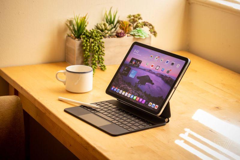 Il nuovo iPad Air con Magic Keyboard e Apple Pencil