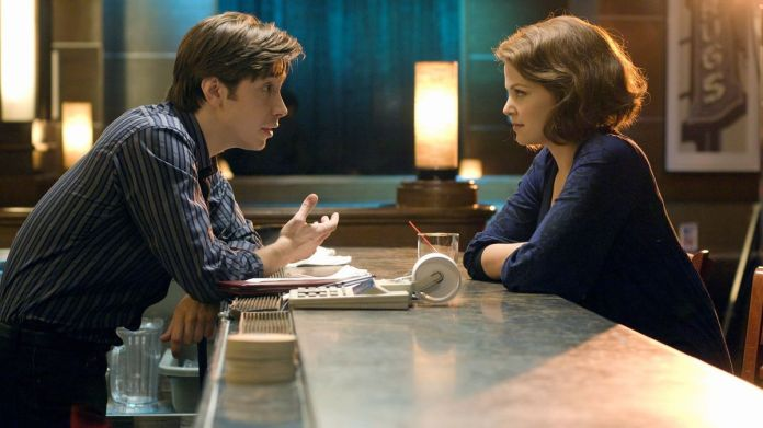 Justin Long and Ginnifer Goodwin talk over a bar