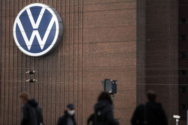 1231393493.0 Former VW, Audi bosses to pay Volkswagen millions over Dieselgate | The Verge