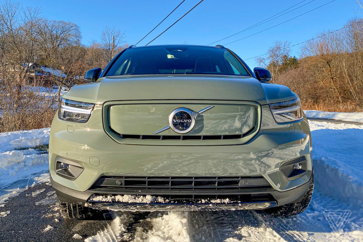 How does the acura rdx compare to the volvo xc40? Driving The Xc40 Recharge Volvo S First Electric Crossover With Native Android Auto The Verge
