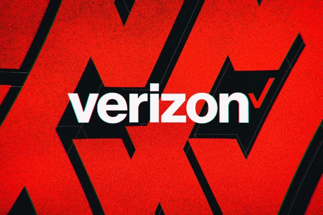 acastro_200109_1777_verizon_0002.0.0 Verizon pulls misleading ads claiming its 5G service is 'necessary' for firefighters | The Verge