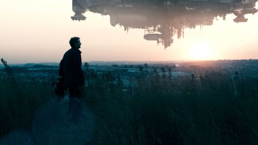 Sharlto Copley looking out over a sci-fi Johannesburg in District 9.