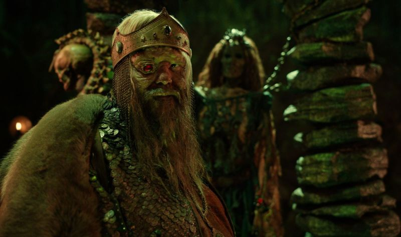 OLAFUR DARRI OLAFSSON as RUGEN THE LEPER KING wearing a ruby red eyepiece
