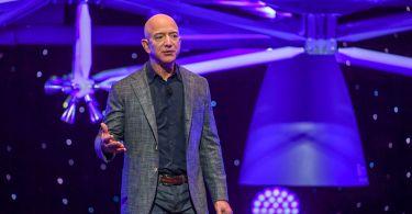 Jeff Bezos' Blue Origin protests NASA's .9 billion SpaceX contract