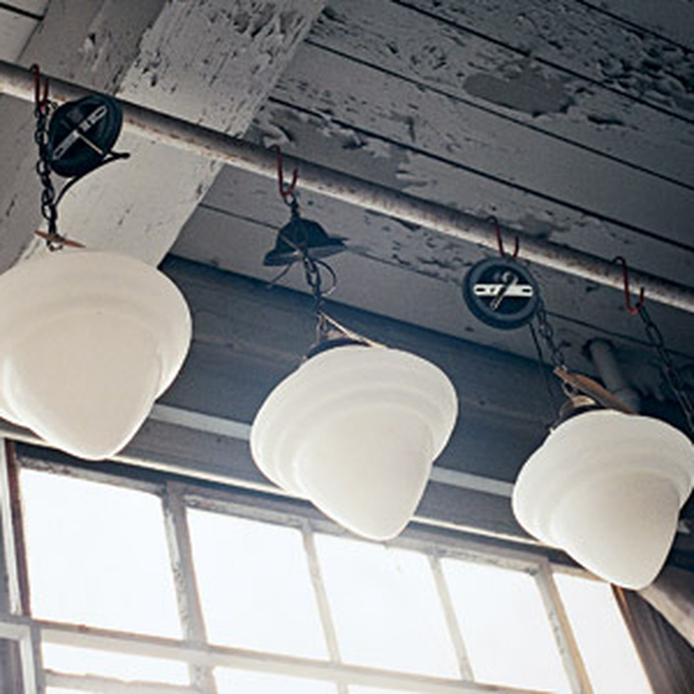 buying and using vintage light fixtures
