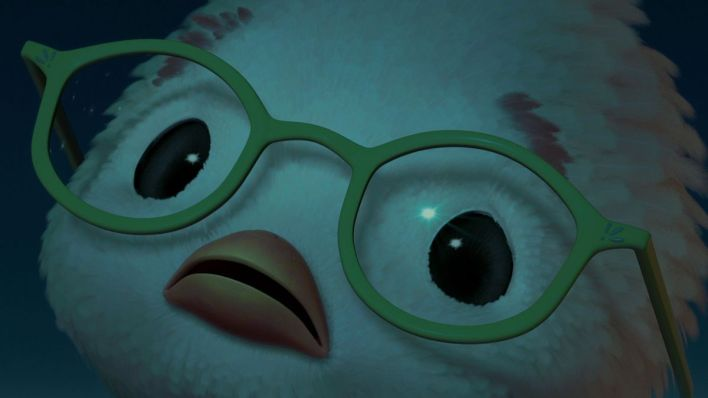 Les grands yeux blancs de Chicken Little regardent dans l'obscurité la plus totale