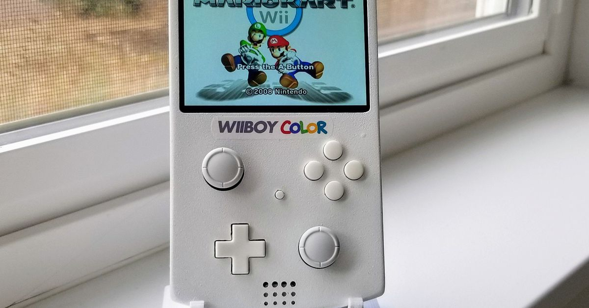 This Game Boy Color is actually a portable Nintendo Wii and it's so damn clean