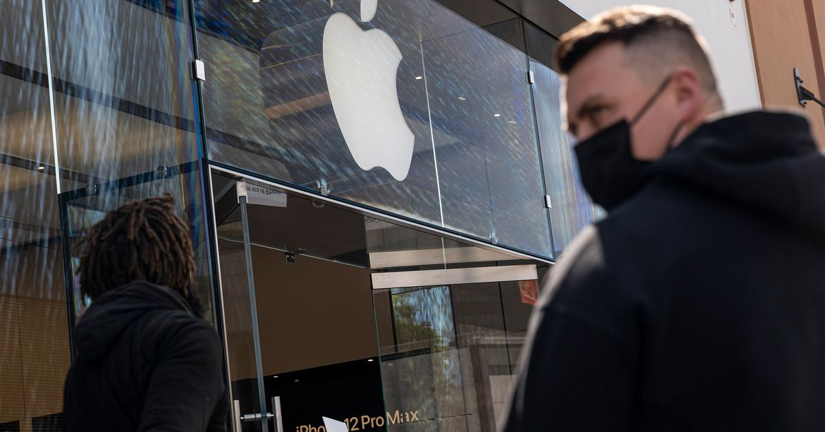 Apple reportedly will continue to require masks in its US retail stores