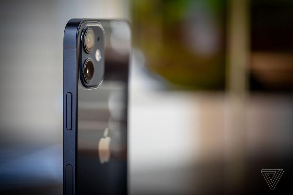 IPhone 12 mini có thanh nhôm phẳng ở bên cạnh