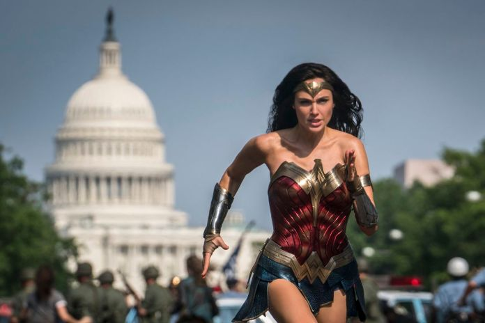 Wonder Woman 1984: Diana runs in front of the capitol in Washington DC