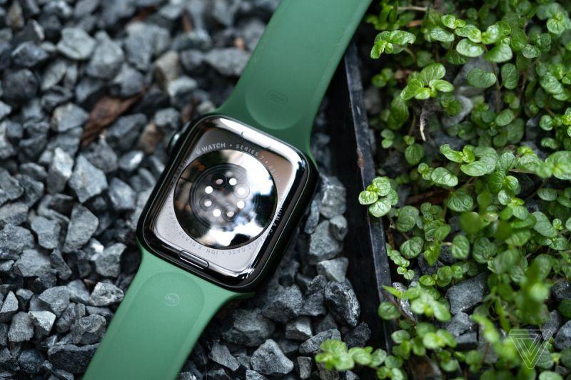 L'Apple Watch Series 7 si ricarica più velocemente ma ha la stessa durata complessiva della batteria.