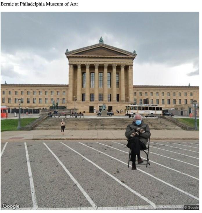 Bernie Sanders sentado em frente ao Museu de Arte da Filadélfia