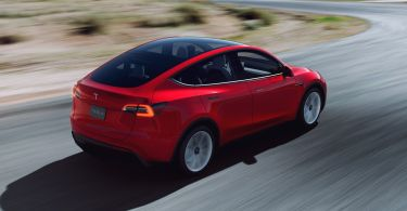 Tesla turns a record profit despite new Model S and Model X delay