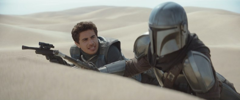 Mando and Toro Calican discuss how to take on a bounty in episode 5 of The Mandalorian
